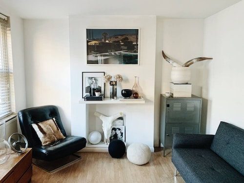 Spacious and Central Shoreditch Apartment