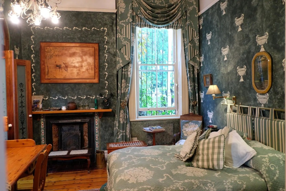 Fantastic Jambo Guest House Green Room In Green Point Cape Town Zaf Interior Design Ideas Inesswwsoteloinfo