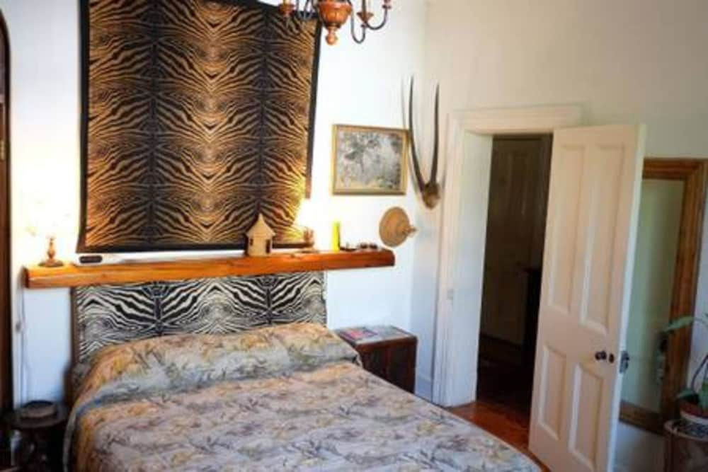 Sensational Jambo Guest House African Room In Green Point In Cape Town Interior Design Ideas Inesswwsoteloinfo