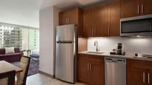 Full-size fridge, microwave, stovetop, dishwasher