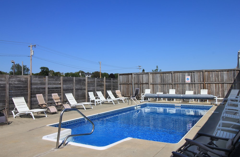 Outdoor Pool, Seagrass Inn