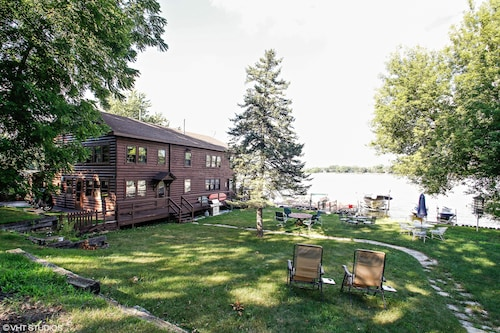 Chain Lakes Waterfront Beauty w Boat Slip,1 wk Left Aug 23-30!