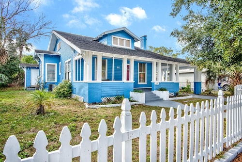 Modern & Elegant 4 BR 2 BA Ace Location Minutes From Everything