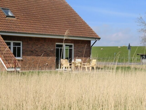 Cottage for 2-12 People With 4 Bedrooms, Jemgum: Hotelbewertungen ...