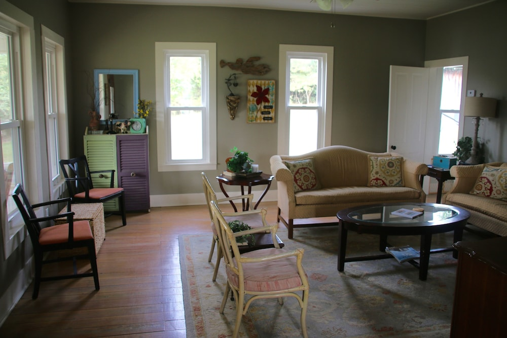 Living Room, Secluded, Lake Front, Easy Access, 180 View - The Farm House on Beaver Lake