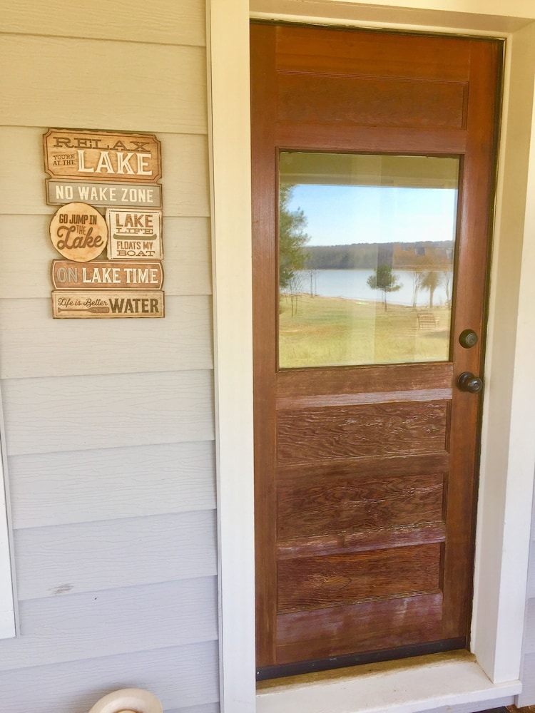 , Secluded, Lake Front, Easy Access, 180 View - The Farm House on Beaver Lake