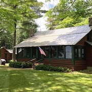 Log Cottage With Sandy Beach; Acre Lot; 1 Mile to Downtown NP