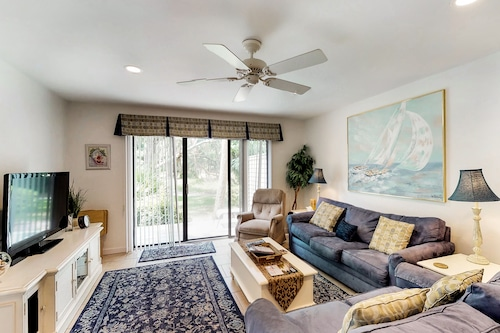 Dog-friendly Townhouse W/shared Pool, Golf Course View, and Beach Access