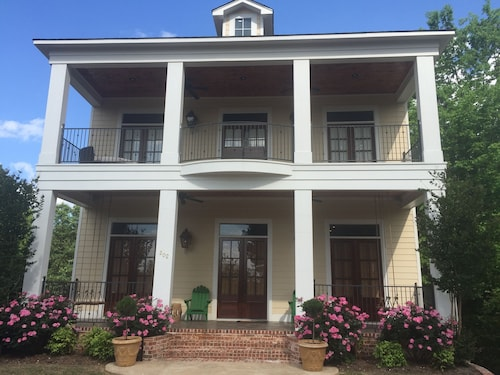 Walk To Everything - Southern Charm In Downtown Oxford