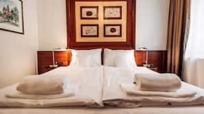 Roupas de cama premium, cofres nos quartos, cortinas blackout