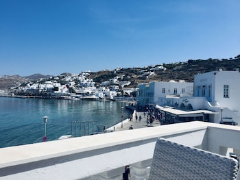 Mykonos Old Harbor Suite