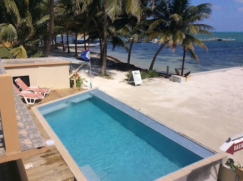 Beachfront Condo on Caye Caulker - Steps From the Beach and has a Pool
