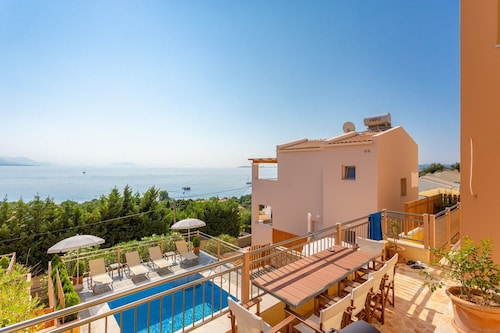 Villa Bacante: Private Pool, Walk to Beach, Sea Views, A/c, Wifi, Car Not Required, Eco-friendly