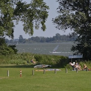 Spacious Modern Bungalow, Lots of Greenery, on Border Lake and 1.5 km From Walibi World
