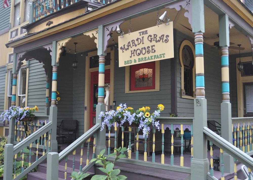mardi gras balcony rental The Mardi Gras House In Mobile Hotel Rates Reviews On Orbitz