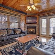 Pine Tree Lodge - Eight Bedroom Cabin