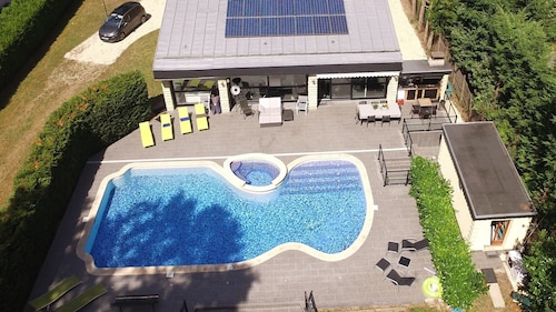 Paris 30 KM. Property ON 4000m ² With Swimming Pool