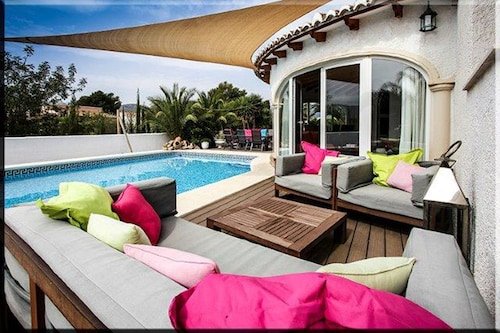 Casa Gusta, a Beautiful Villa With Stunning Pool and Palm Garden!