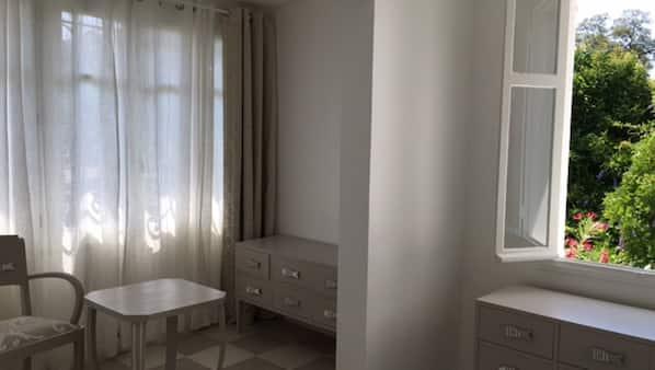 2 chambres, fer et planche à repasser, accès Internet, draps fournis