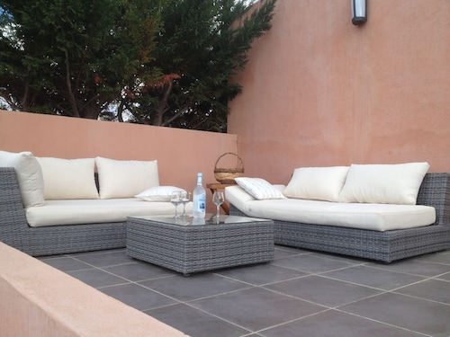 Promotion! A Charming Villa With a Beautiful Garden and a View of the Mountains