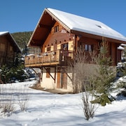 Unique Wooden Individual Chalet, Sleeps 8 to 10, Quality Environment