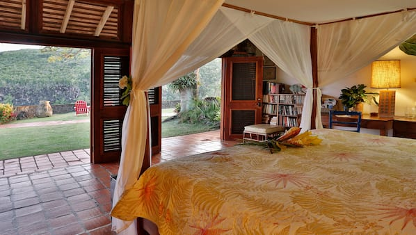 3 bedrooms, in-room safe, WiFi, bed sheets