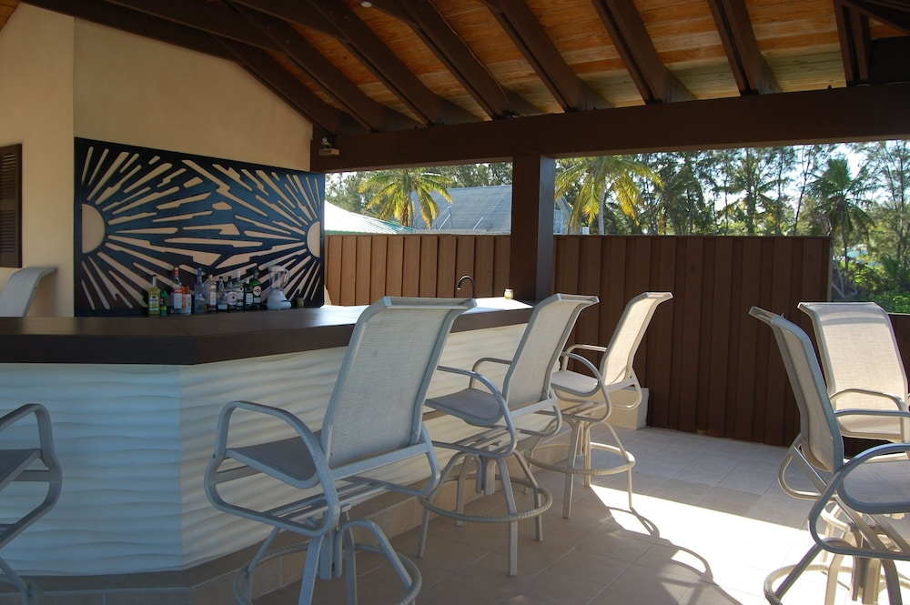 Elegant Beachfront Home Nearby Sandals Emerald Bay Exuma