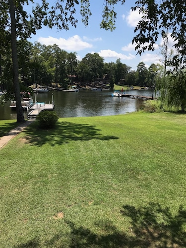 Pet and kid Friendly Lakehouse With Private Dock