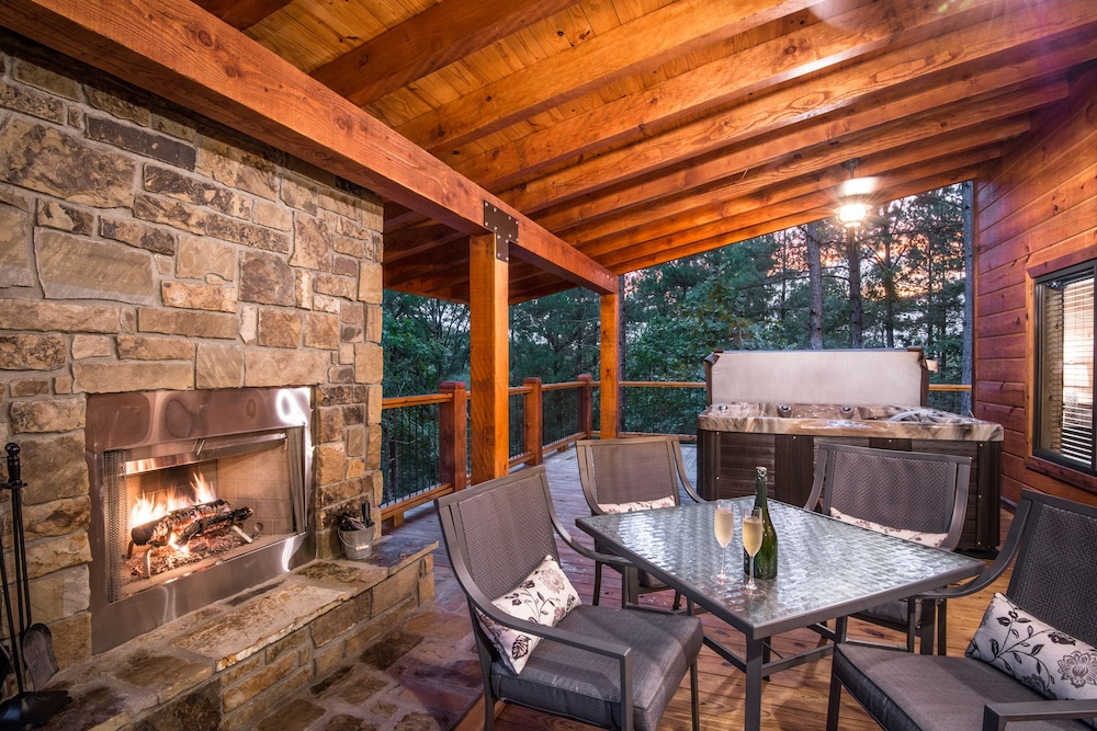 Balcony, Crystal Ridge, Steam Spa, Game Room, Pool Table, Hot Tub, Wood-burning Fireplace