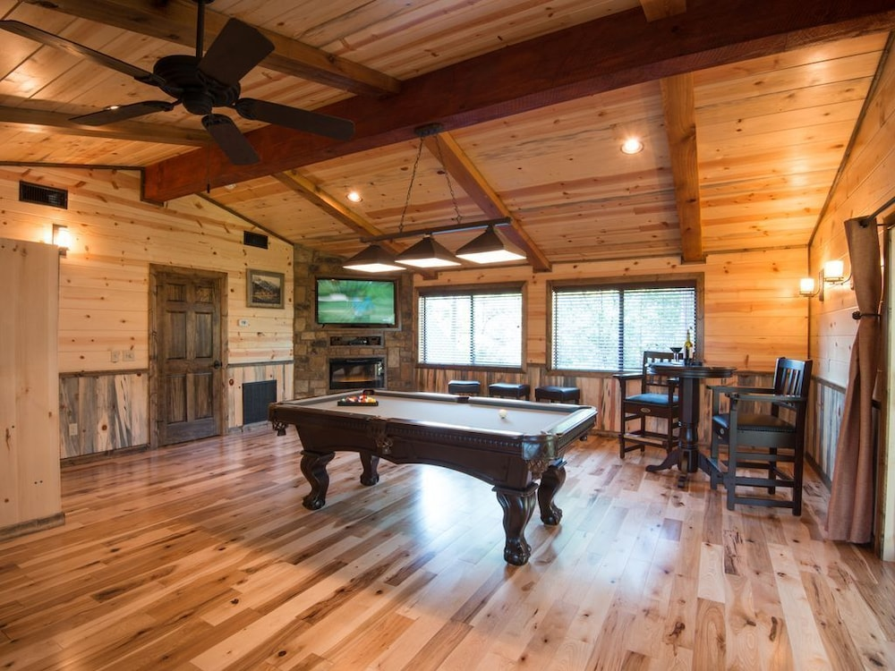 , Crystal Ridge, Steam Spa, Game Room, Pool Table, Hot Tub, Wood-burning Fireplace