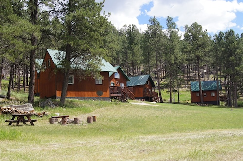 Family Friendly hunting and vacation cabins in the Black HIlls of South Dakota