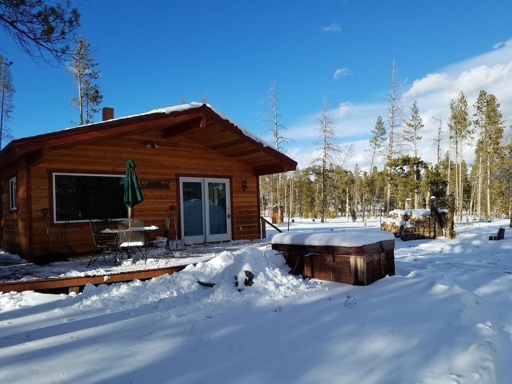 Private Cabin, Hot Tub, 3 Miles From Fraser,2 Bed, W/d