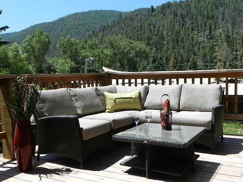 4NT $699 In Town Cabin-2 Living, 2 King-large Deck w/ Great Views!