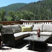 4 Nights $699 In Town Cabin-2 Living, 2 King-large Deck