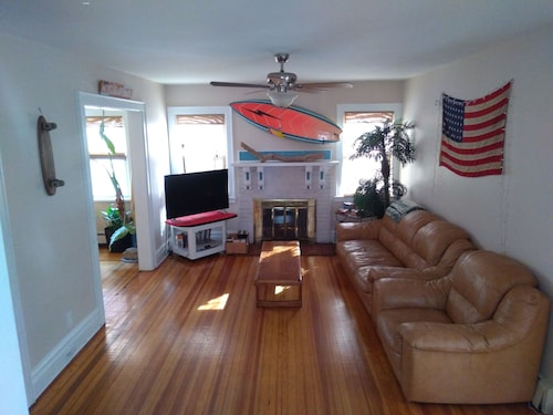 NYC Surfhouse...perfectly Located, Beach Retreat House and Event Space