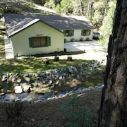 Beautiful Creekside Home in Mariposa Pines Close to Yosemite