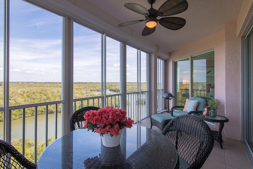 Breathtaking Views From Patio and Bedroom Withbarefoot Beach Right Across Road