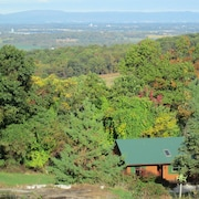 Sunny And Cozy Little Lodge With A Spectacular View Of The Blue Ridge Mountains
