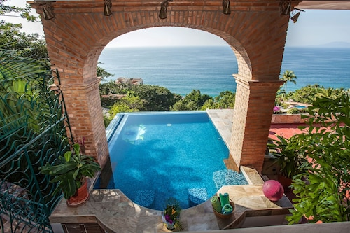 3 Bedroom Luxury Villa, 180 Degree Ocean View, Private Heated Pool