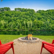 Private River Front Family Getaway & Bull Shoals Lake Fun
