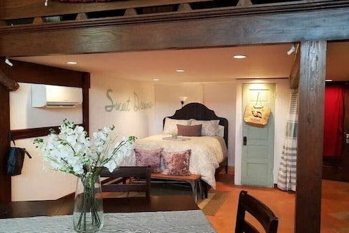 Seaside Loft Getaway @ Historic Downtown Freeport