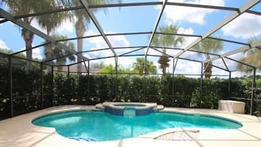 UPDATED Modern 5 Bed 4.5 Bath~ South Facing Pool & Spa~15 Min to Disney