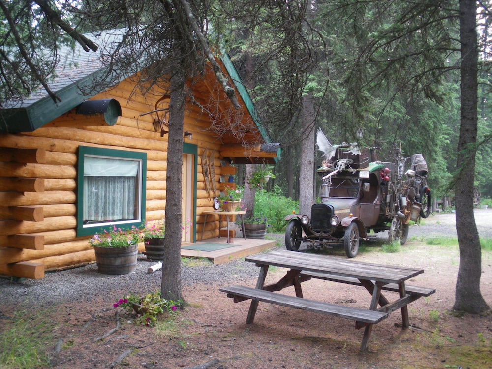 Property Grounds, North Pole Cabin Retreat