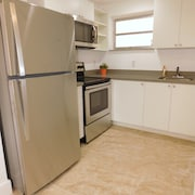Hollywood, Close to Shopping and Beaches. New Apartment, Perfect Gateway!!