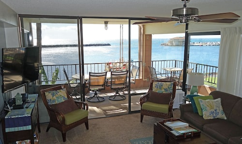 Direct Ocean Front - Extra large corner lanai with over 180 degree views