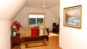 6 bedrooms, iron/ironing board, WiFi, linens