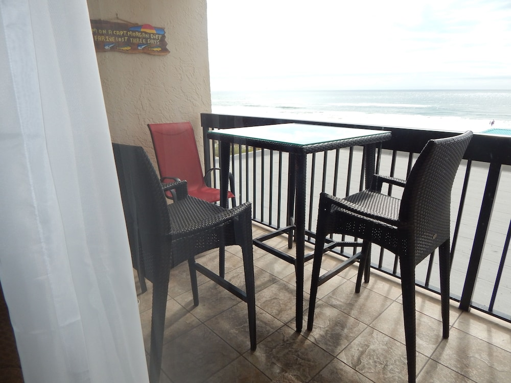 Private Kitchen, Beautiful Beach Front, Balcony Views, Paradise in Destin