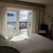 Galiano's Orca Bay Retreat - Spectacular Oceanfront View on Galiano Is