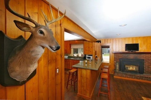 Multi Family Lodge-walk to Lake, 5 Min. to Casinos/heavenly-hottub-gameroom-wifi