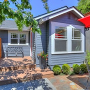 Phinney Ridge Bungalow - Comfort, Style and a Great Location